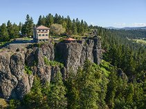 Arbor Crest Wine Bar & Cliff House Estate